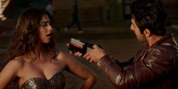 Bewakoofiyaan song Khamakhaan: Ayushmann Khurrana and Sonam Kapoor indulge in some masti!