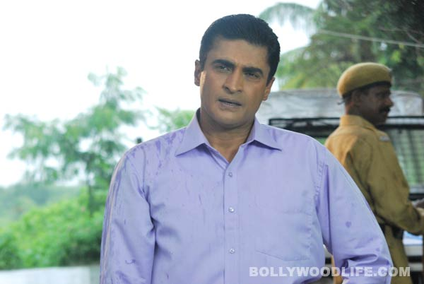 Why is Mohnish Behl selling the bungalow where he grew up?