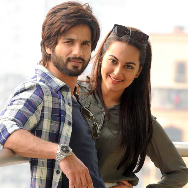 What is Sonakshi Sinha doing in Goa with Shahid Kapoor?