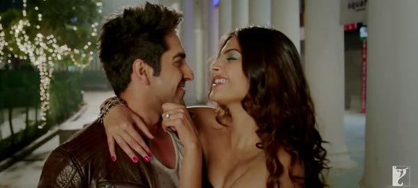 Why does Sonam Kapoor feel Ayushmann Khurrana is afraid of love?