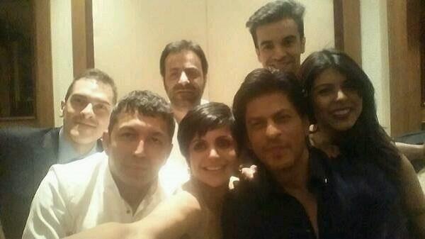Shahrukh Khan copies Ellen DeGeneres selfie - View pic!