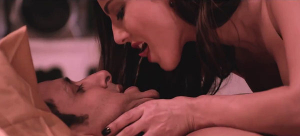 Watch Sunny Leone share a long sensuous kiss with co-star Saahil Prem in Ragini MMS 2!