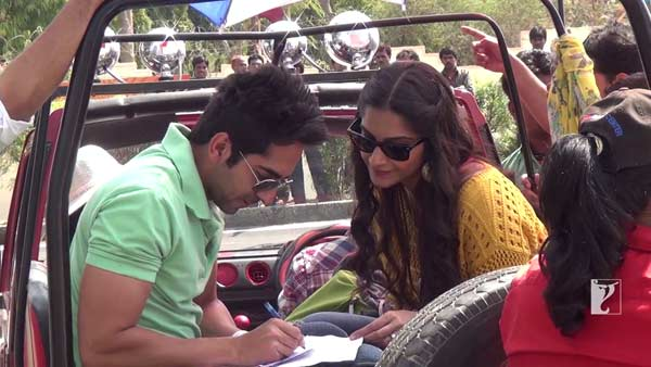 Bewakoofiyaan song Gulcharrey making: Has Sonam Kapoor revealed Ayushmann Khurrana's best kept secret? Watch video!