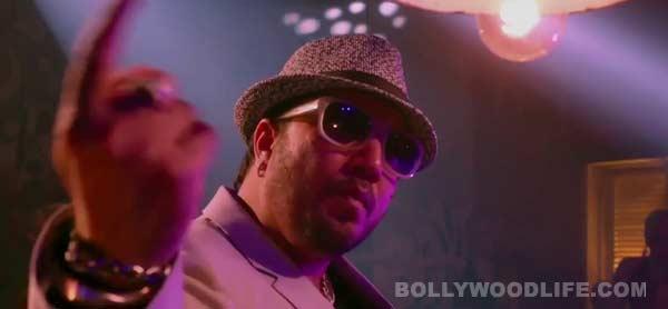 Kaanchi song Mushtanda: Mika Singh and Subhash Ghai imitate Akshay Kumar's song!
