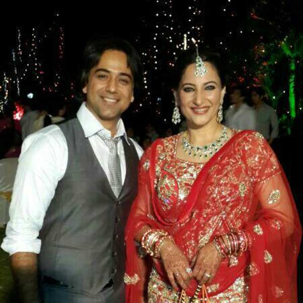 Rakshanda Khan gets married to Sachin Tyagi - View pics!