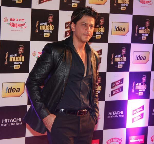 Mirchi Music Awards 2014: Shahrukh Khan and Farhan Akhtar honoured at the event!