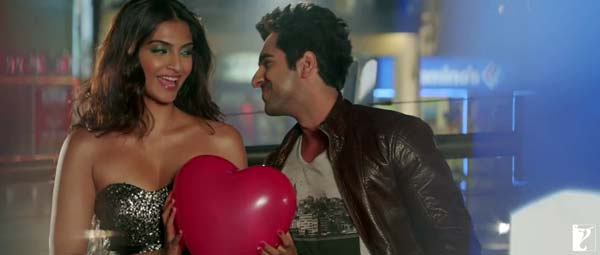 Bewakoofiyaan making part 3: Ayushmann Khurrana and Sonam Kapoor's romance is a blueberry cheesecake!