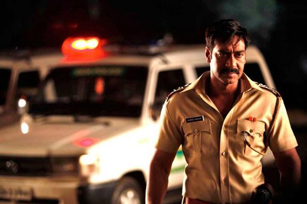 Ajay Devgn and Kareena Kapoor's Singham Returns makes real life cops emotional - Watch video!