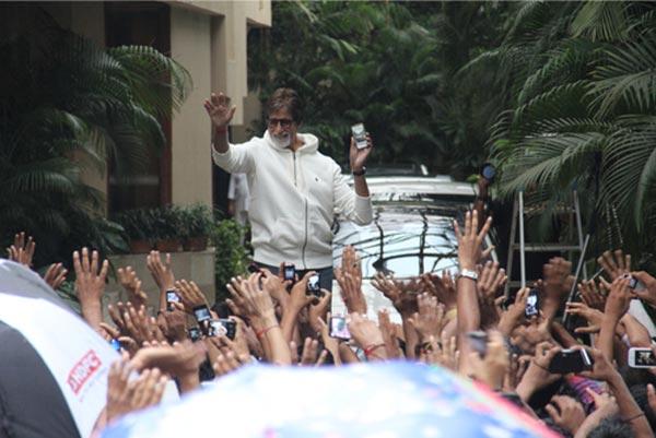 Was Amitabh Bachchan troubled by an unruly mob?