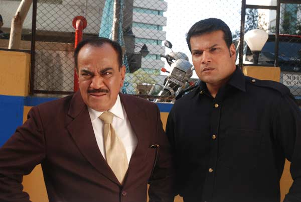 CID: ACP Pradyuman and Daya to solve the case of a haunted taxi!