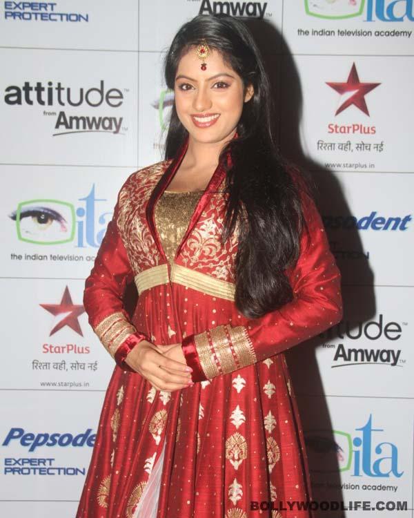 Diya Aur Baati Hums Sandhya Aka Deepika Singhs Wedding Card Pictures Released