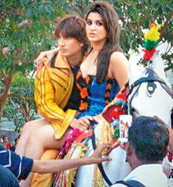 Is Ranveer Singh making Parineeti Chopra uncomfortable? – View pic!