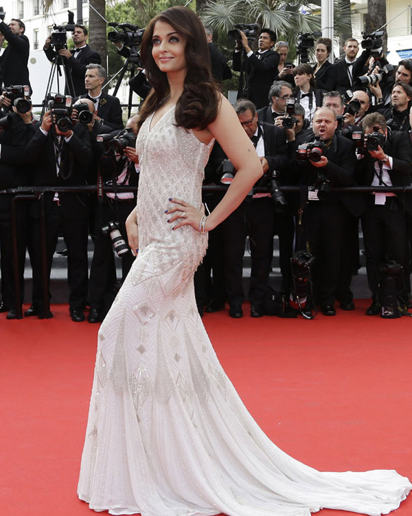 Aishwarya Rai Bachchan's second outing at Cannes 2014 red carpet - hot or not?