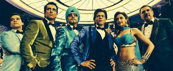 Happy New Year new still: Shahrukh Khan and Deepika Padukone strike a sexy pose with Indiawaale gang!