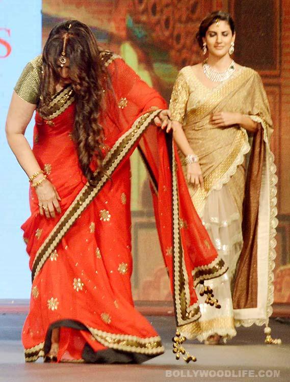 Poonam Dhillon trips during Vikram Phadnis' show – View pics!