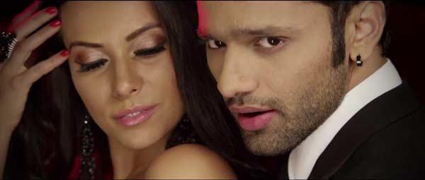 Punjabi rapper Badshah and Rahul Vaidya's Fan song crosses a million views overnight! Watch video!