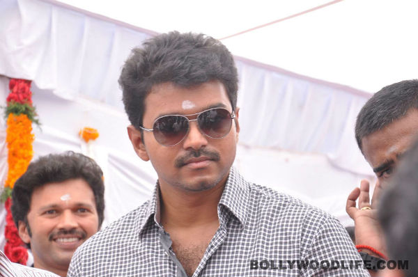 Why is first look of Vijay's Kaththi postponed yet again?
