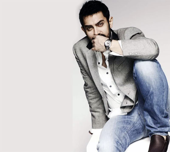 What did Aamir Khan receive at a recent award show?