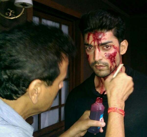 Gurmeet Choudhary on the sets of Khamoshiyan – view pics!