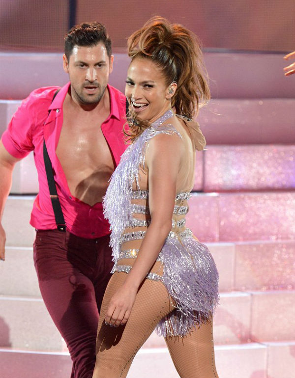 Jhalak judge Maksim Chmerkovskiy and Jennifer Lopez are definitely dating!