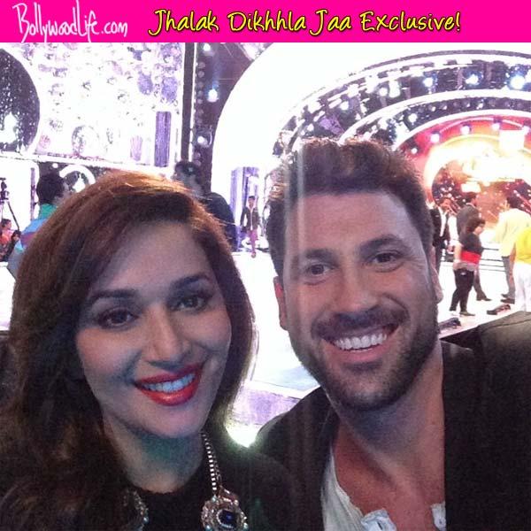 Jhalak Dikhhla Jaa 7: Maksim Chmerkovskiy poses for a selfie with Madhuri Dixit Nene