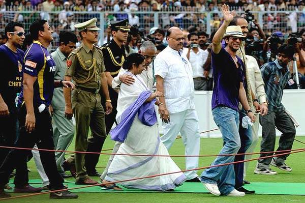 Seven injured in stampede at Shah Rukh Khan and KKR's felicitation at Eden Gardens