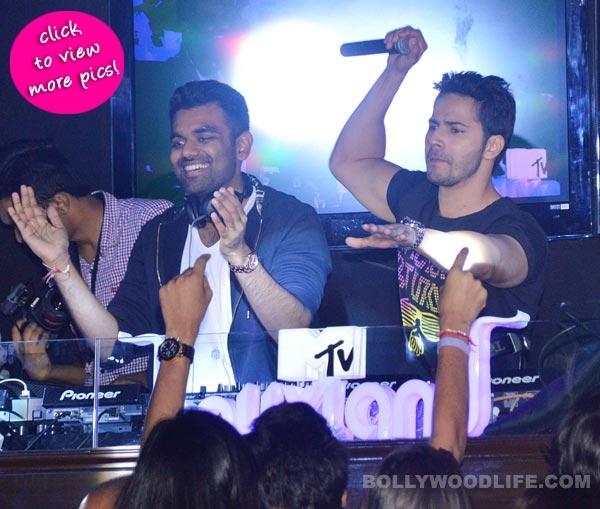 Varun Dhawan turns DJ for fans