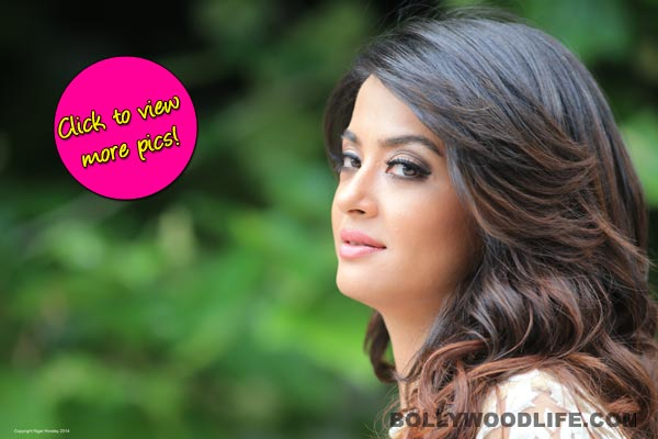 Surveen Chawla turns conservative post Hate Story 2 - view pics!
