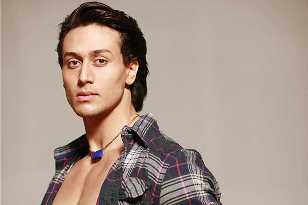 Tiger Shroff left blushing at the sets of DID L'iL Masters