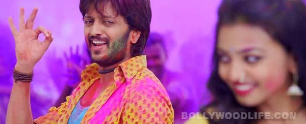 Lai Bhaari song Aala holicha san: Riteish Deshmukh shows his colourful side