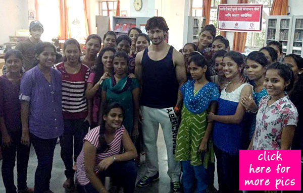 Vidyut Jamwal teaches self-defence to women at Akshara Centre