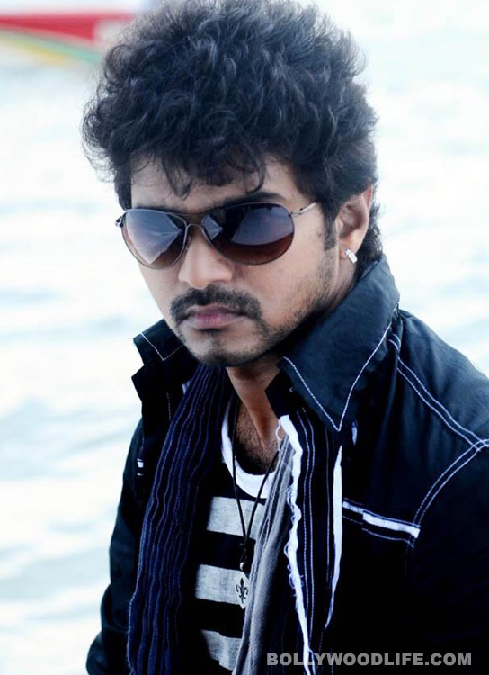 Vijay to croon a love kuthu song in Kaththi