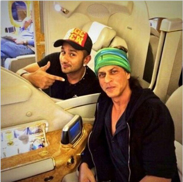 Yo Yo Honey Singh and Shah Rukh Khan bond over 30,000 feet - view pic!