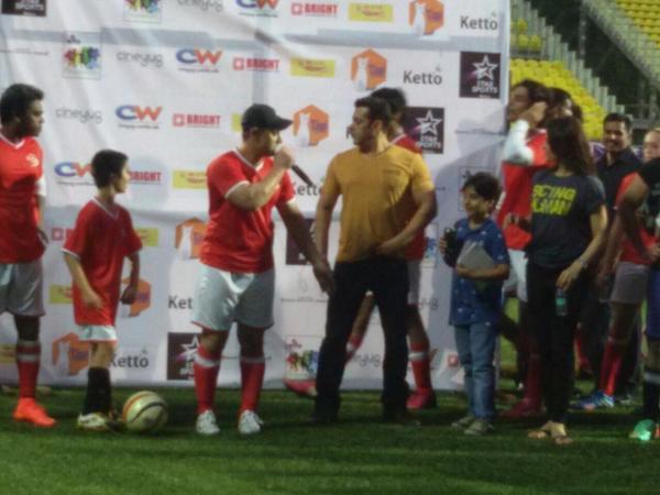 Salman Khan, Aamir Khan, Hrithik Roshan and Jacqueline Fernandez take part in celebrity football match!