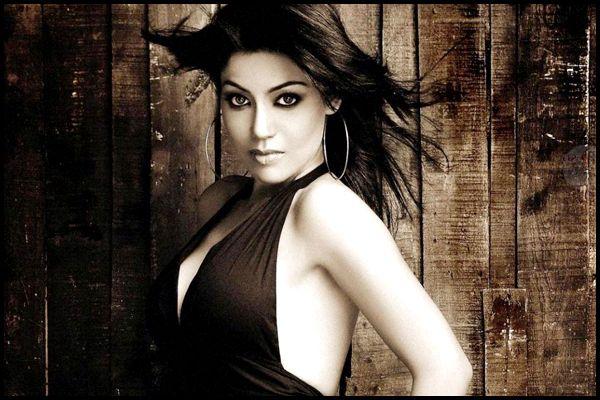 Gurmeet Choudhary's wife Debina Bonnerjee gets robbed!