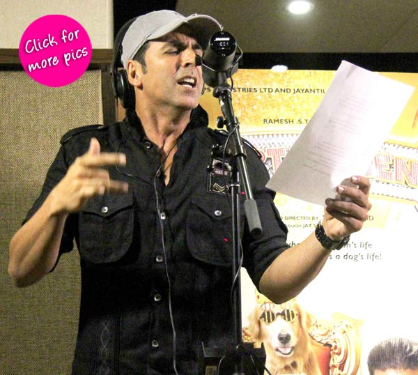 Akshay Kumar records a song for Entertainment live in front of media- View pics!