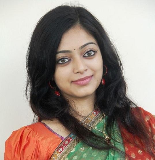 After Raai Laxmi, Janani Iyer changes her name to Janani
