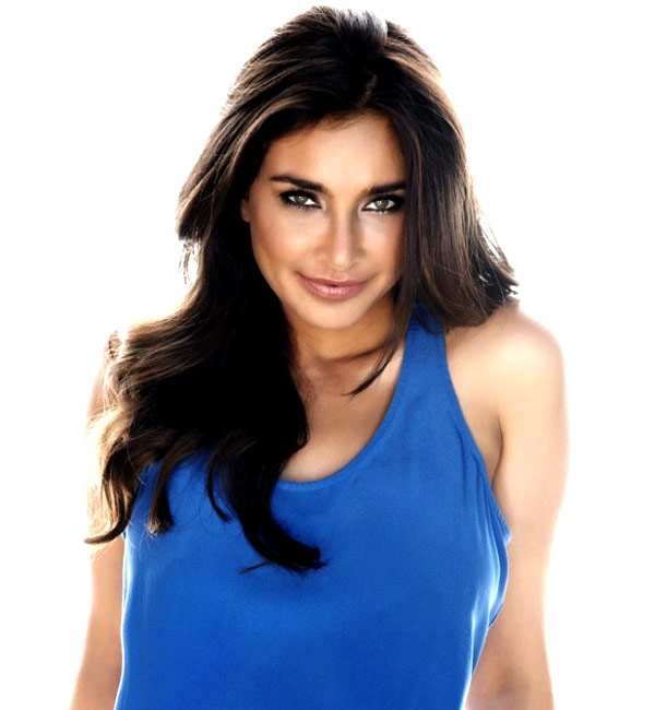 Lisa Ray to walk for Farah Khan Ali as a showstopper