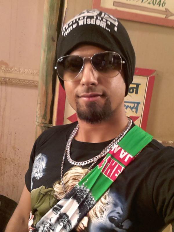 How did Neil Bhatt prank co-star Deepika Singh on the sets of Diya Aur Baati Hum?