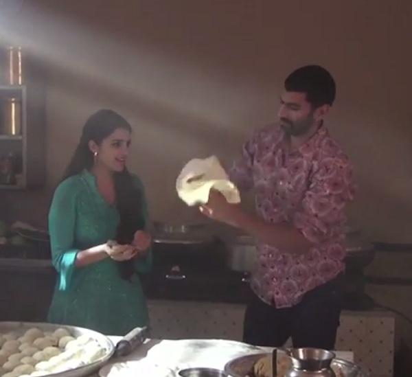 Aditya Roy Kapur tosses rotis in the air - watch video!