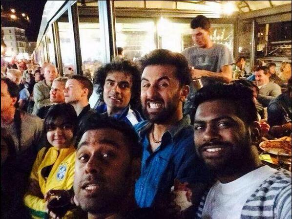 Ranbir Kapoor and Imtiaz Ali take a break from Tamasha to watch FIFA- View pic!