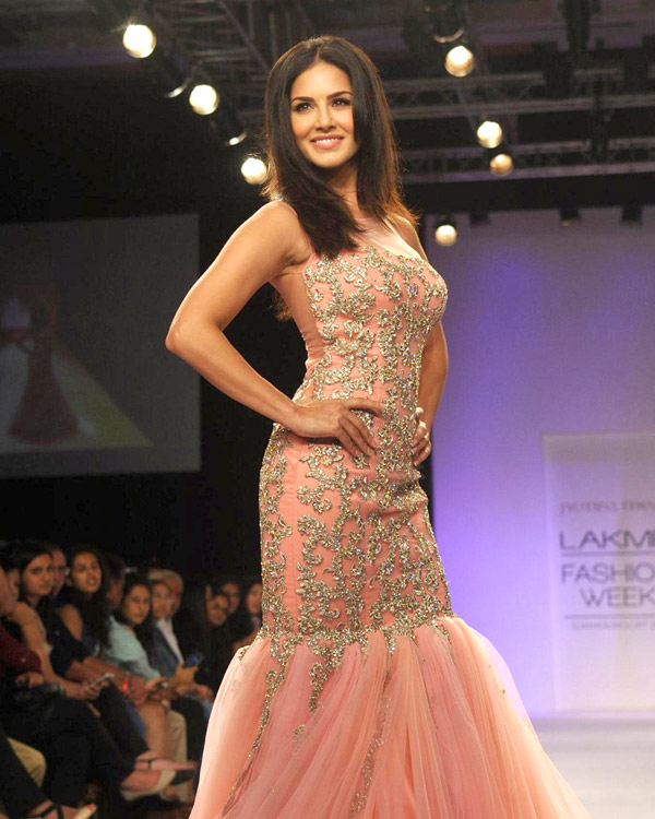 Sexy Sunny Leone to set the ramp on fire at India International Jewellery Week!