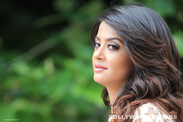 Surveen Chawla: Hate Story 2 is not an ideal debut film!