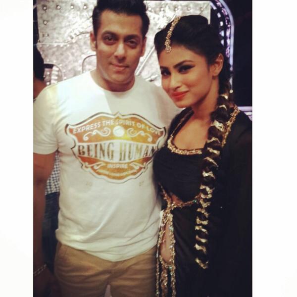 Jhalak Dikhhla Jaa 7: Salman Khan strikes a pose with Mouni Roy!