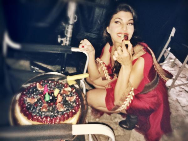 Jacqueline Fernandez celebrates her birthday with Bangistan crew- View pic!