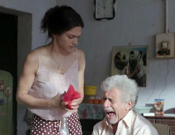 Finding Fanny making video: How does Deepika Padukone console a heartbroken Naseeruddin Shah? Watch video!
