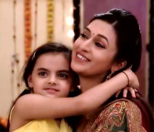Yeh Hai Mohabbatein: Ishita surprised Ruhi with her favourite sweets!