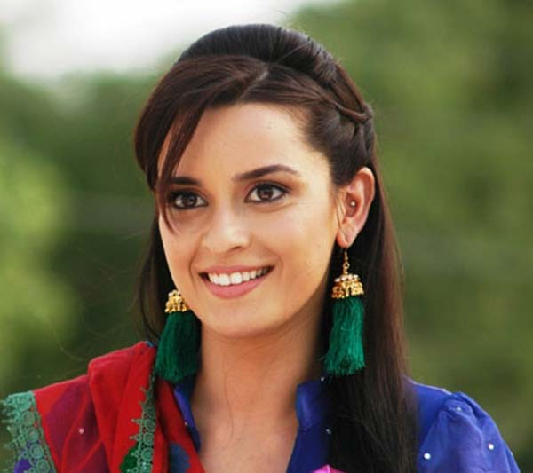 Ekta Kaul turns radio jockey for Yeh Hai Aashiqui!
