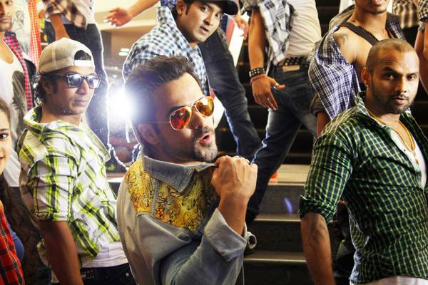 Raja Natwarlal song Flip Your Collar: Move over Lungi Dance, flip your collar with Emraan Hashmi and Humaima Malik!