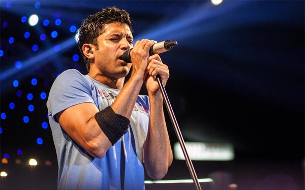 Farhan Akhtar receives an overwhelming response for his web concert!